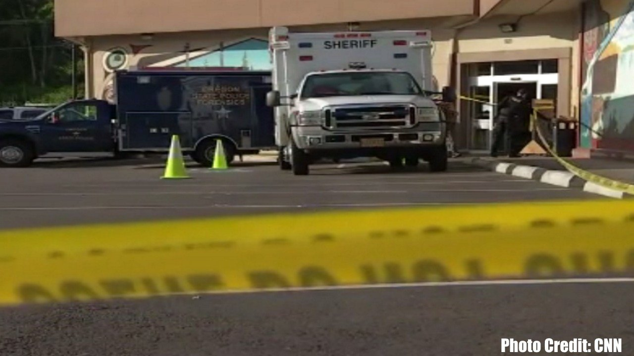 Man holding human head stabs worker at Oregon grocery store
