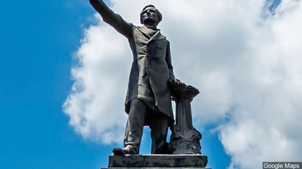 This statue of Jefferson Davis in New Orleans has since been taken down