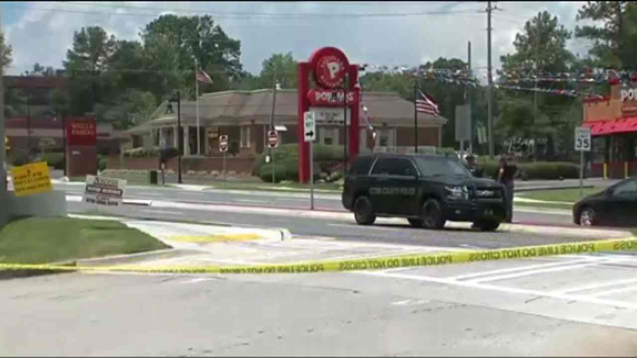 Man inside Georgia bank claims he has bomb, hostages, police say