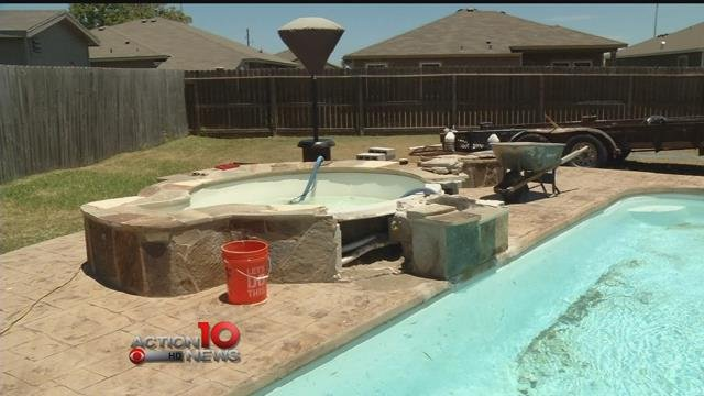 Portland pool at center of dispute with contractors.
